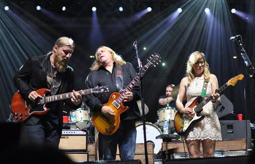 Warren HAynes with Tedeschi Trucks Band, December 2015. Photo by Audrey Hermon Kopp